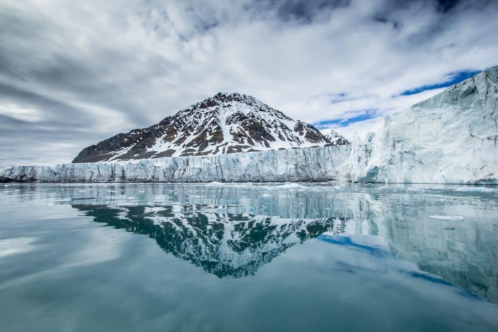 Voyage au Spitzberg : à la découverte de la faune arctique dans la montagne pointue